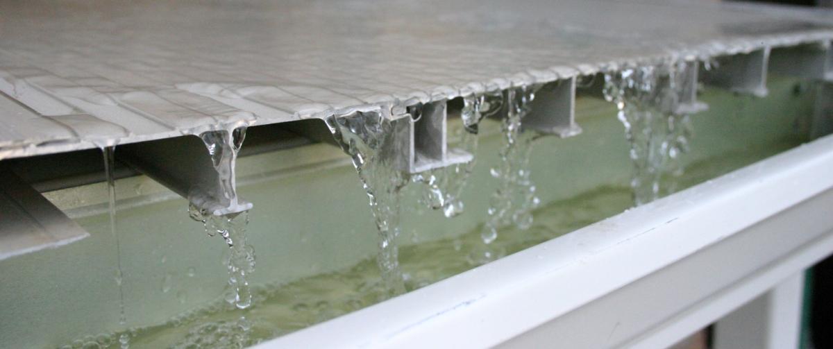 Will an aluminum deck rust wahoo decks for Aluminum flooring